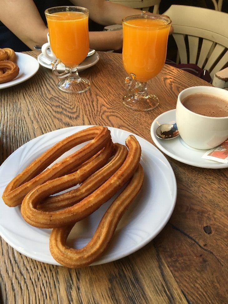 スペインの朝飯.jpg