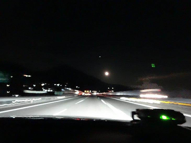 夜の高速は危険がいっぱい.jpg