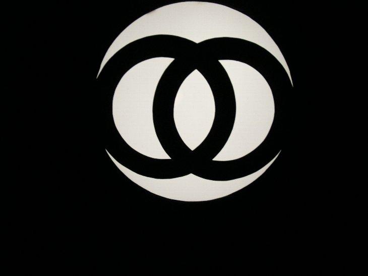 長谷寺の寄進灯籠.jpg